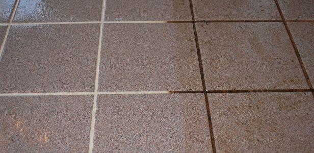 Nagyi elárulta a módszert, amitől mindig ragyogó lesz a padlócsempéd