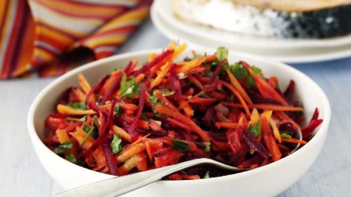 Sosem volt kedvencem a cékla, de mióta megkóstoltam ezt a salátát, azóta nem tudok betelni vele