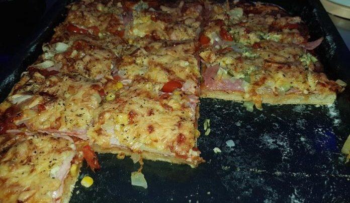 Vacsorára pizza, mióta ezt a receptet megismertük, csak így készítjük!