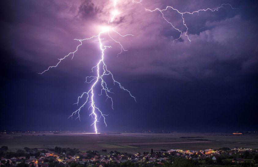 Friss előrejelzés: Így érkezik meg a sok eső óráról órára