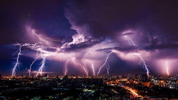 Friss előrejelzés: Az OMSZ vészjelzése péntekre, felhőszakadások várhatóak