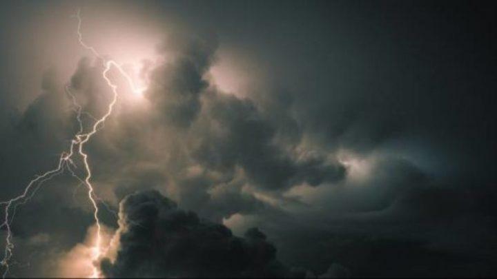 Vészjelzés van érvényben: Csütörtök este és pénteken durva vihar várható – jégeső és orkán erejű szél várható